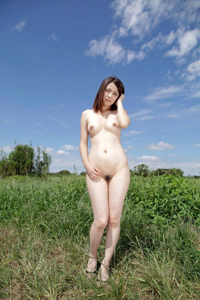 昼の野外ヌード撮影画像1