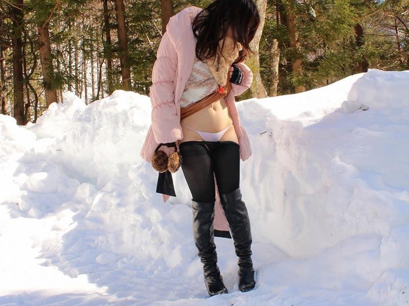 雪中ヌード画像01