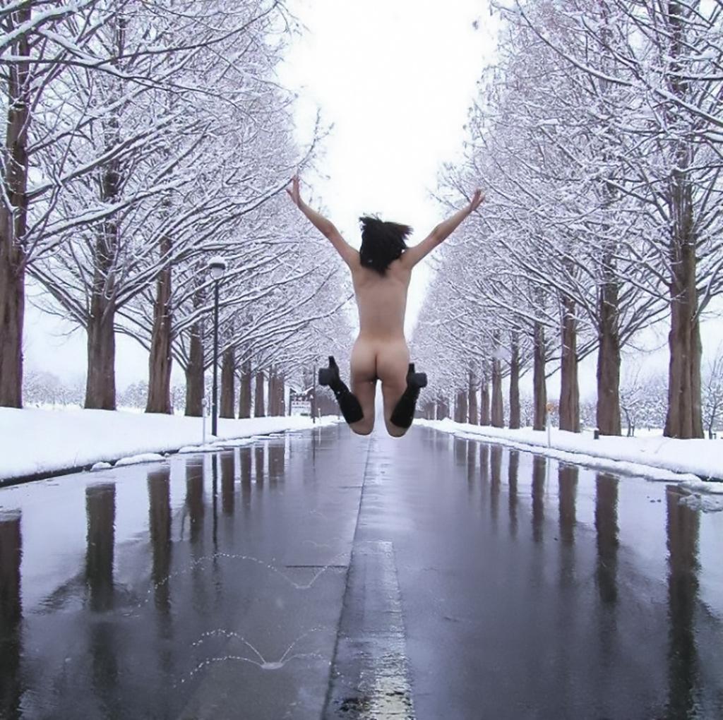 雪中ヌード画像09