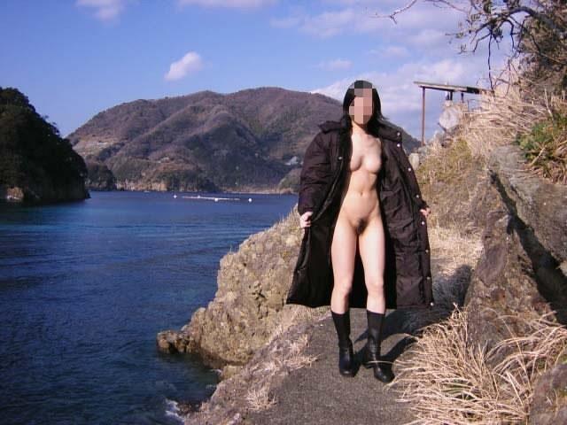 野外全裸コート画像3