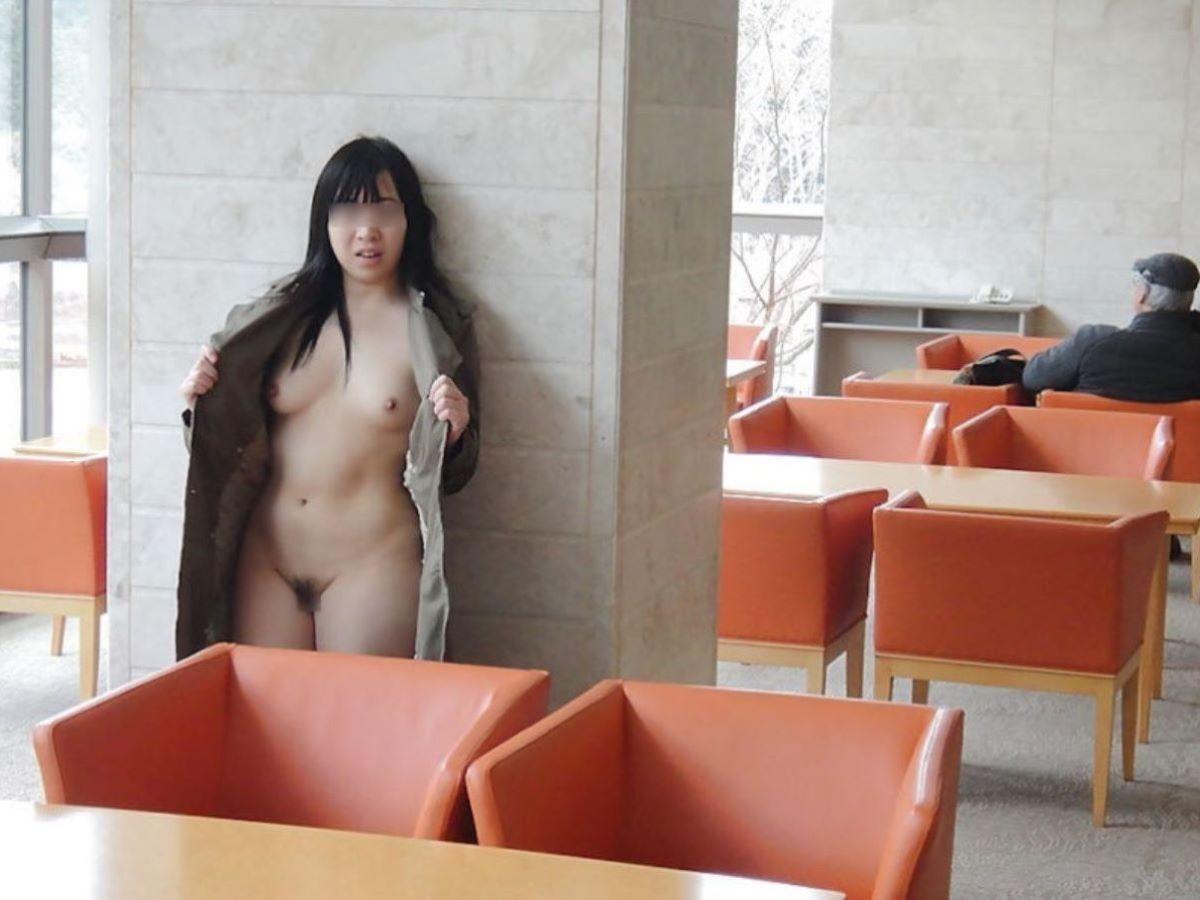 危険な場所での裸コート3