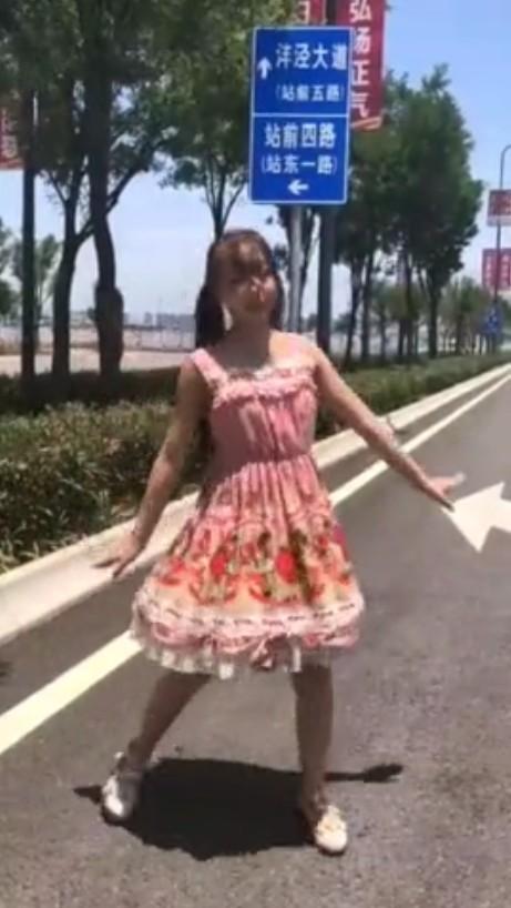 海外無料野外露出動画2
