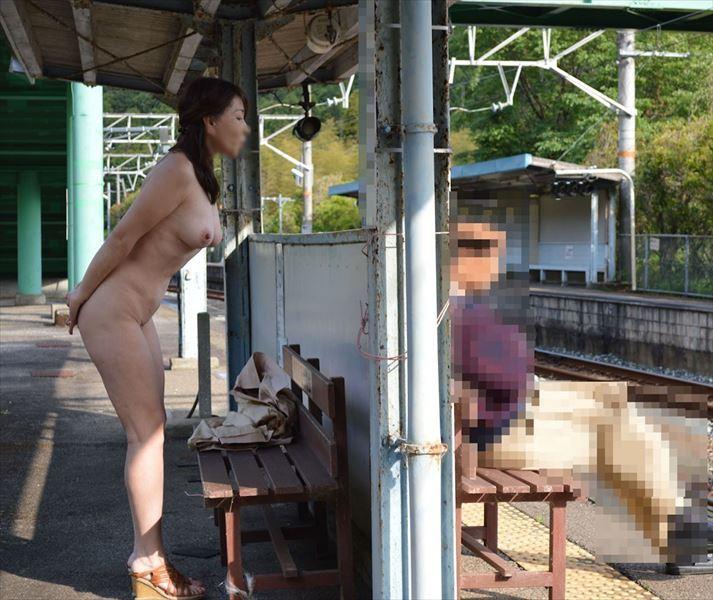 駅での露出画像9