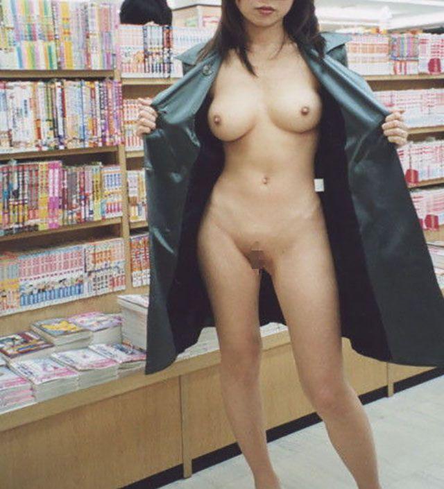 書店・図書館での露出画像13